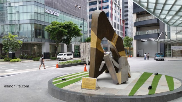Some artwork outside the Philippine Stock Exchange building.
