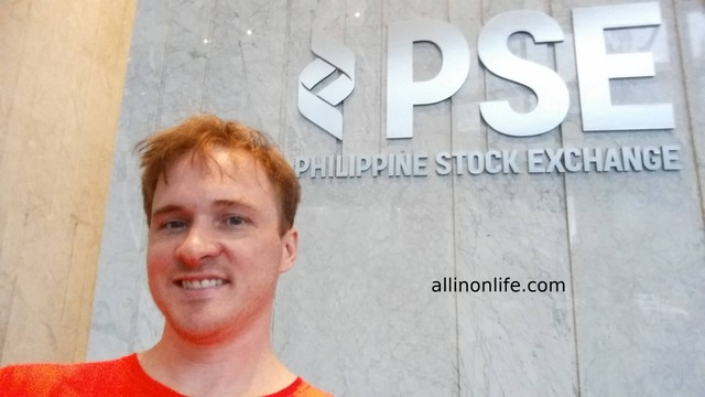 Selfie with Philippine Stock Exchange sign.